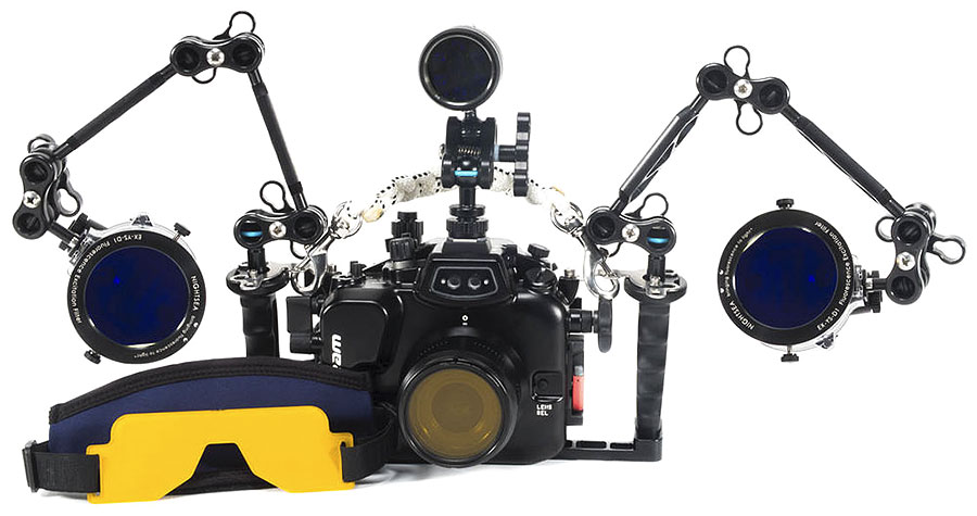 Backscatter Underwater Fluorescence System for Photos